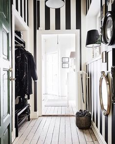 Bright and unexpected wallpaper ideas for the hallway . Bright and unexpected wallpaper ideas for the hallway Striped Wallpaper Hallway, Striped Hallway, Black And White Wallpaper, Home Wallpaper, Wallpaper Ideas, Stripe Wallpaper, Black And White Hallway, Bright Hallway, Black White