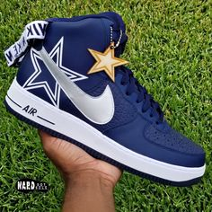 Fresh pair of Air Force customized into a simple Dallas Cowboys theme. I am currently taking orders that will be shipped by the beginning of. Dallas Cowboys Gifts, Dallas Cowboys Outfits, Dallas Cowboys Pictures, Dallas Cowboys Women, Dallas Cowboys Football, Cowboys Today, Nfl Dallas, Alabama Football, Pittsburgh Steelers