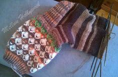 Mellun Hollywool: Salmiakkia ja hedelmäkarkkeja -sukkia Fingerless Gloves, Arm Warmers, Socks, Blanket, Crochet, Fashion, Fingerless Mitts, Moda, Fashion Styles
