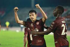 โกล ประเทศไทย ทำการสรุปทีมที่ผ่านเข้าสู่รอบแบ่งกลุ่ม ในการแข่งขัน เอเอฟซี แชมเปียนส์ ลีก 2019 มาไว้ที่นี่ การแข่งขันเอเอฟซี แชมเปียนส์ ลีก 2019 ทำการแข่งขันในรอบเลย์ออฟเสร็จสิ้น ครบทุกคู่ และได้ทีมที่ผ่านเข้าไปเล่นในรอบแบ่งกลุ่มเป็นที่เรียบร้อย โดยในรอบเพลย์ออฟโซนตะวันออกนั้น มีตัวแทนจากประเทศไทยผ่านเข้ามาแค่ทีมเดียว ได้แก่ เชียงราย ยูไนเต็ด สามารถยันเสมอซานเฟรชเช ฮิโรชิมา ถึงช่วงต่อเวลาพอเศษ 0-0 สุดท้ายดวลจุดโทษไม่แม่น ส่งให้ซานเฟรชเช เอาชนะไปได้สกอร์ 4-3 ทำให้ในรอบแบ่งกลุ่มนั้น… Baseball Cards, Sports, Hs Sports, Sport