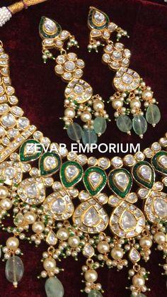 Kundan Jewellery Set, Indian Jewelry Earrings, Jewelry Design Earrings, Rajput Jewellery, Diamond Jewellery, Gold Jewelry, Jewelery, Indian Bridal Jewelry Sets, Antique Jewellery Designs