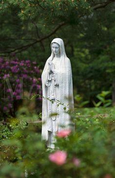 Virgin Mary & Madonna Garden Statues - Exterior