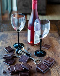 ghirardelli chocolate & wine pairings [downloadable pairing guide] #GhiradelliChocolate  #GhiradelliEscape
