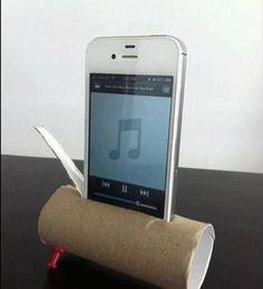 Altoparlante d'emergenza per smartphone a costo zero, con un rotolo di carta igienica e 4 puntine.
