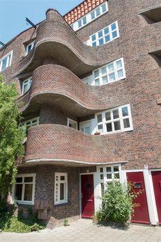 Unusual Buildings, Art Deco Buildings, Interesting Buildings, Brick Architecture, Beautiful Architecture, Landscape Architecture, Amsterdam School, Art Deco Door, Brick Masonry
