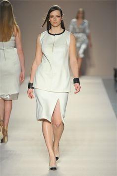 Elena Mirò Milano - Collections Fall Winter - Shows - Vogue. Vogue Fashion, Curvy Fashion, Plus Size Fashion, Plus Size Dresses, Plus Size Outfits, Beautiful Curves, Size Model, Plus Size Women, Peplum Dress