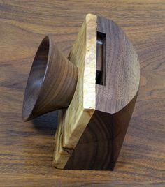 iPhone Single Passive Speaker Unit by WindsongWoodworking on Etsy Wood Projects, Woodworking Projects, Projects To Try, Wooden Speakers, Diy Cadeau Noel, Passive Speaker, Iphone Stand, Speaker Stands, Vintage Tv