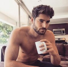 These 26 Guys Drinking Coffee Are Hotter Than Your Morning Joe Coffee gives us a reason to get out of bed in the morning. Hot guys are a pretty good reason, too. Put them together and you've got the perfect recipe, and Color Your Hair, New Hair Colors, Hairstyles For Round Faces, Hairstyles Haircuts, School Hairstyles, Natural Hairstyles, Ladies Hairstyles, Popular Haircuts, Haircuts For Men