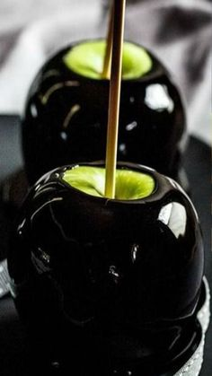 This Is Not A Trick: Healthy Halloween Snacks You Should Try.- This Is Not A Trick: Healthy Halloween Snacks You Should Try Are you ready to have the spookiest, coolest, and healthiest snack table ever? Check out these ideas for your Halloween party. Plat Halloween, Halloween Cocktails, Halloween Goodies, Halloween Desserts, Halloween Food For Party, Holidays Halloween, Halloween Treats, Happy Halloween, Halloween Decorations