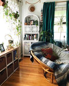 Cute room ideas and bedroom decor! Cute room ideas and bedroom decor! Apartment Inspiration, Home Decor Inspiration, Living Room Decor, Living Spaces, Bedroom Decor, Hippie Living Room, Indie Bedroom, 70s Bedroom, Bedroom Ideas