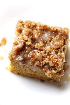 Cinnamon Streusel de la calabaza Torta de café con arce Glaze - perfecto para almuerzos acogedoras otoño!  | #pumpkin #cake