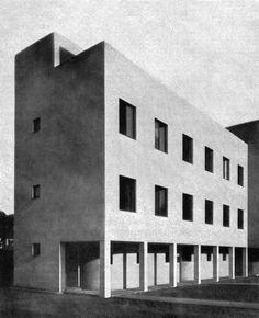 Semi-detached house in the New House Estate (Kolonie Nový dům), Jan Víšek, Brno, Czechoslovakia, 1928 Semi Detached, Detached House, Bauhaus, International Style Architecture, Black And White Building, Art Deco, Cottage Plan, Brick And Mortar, Brutalist