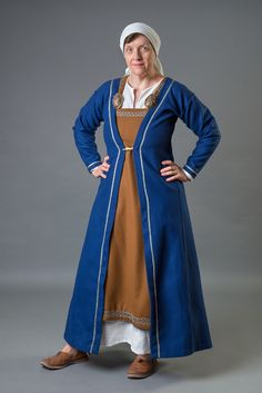 My Viking garb, with linen underdress, embroidered apron dress and a Birka kaftan with a silk tablet woven ribbon. All hand sewn. Läs mer »