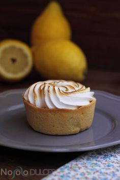 These lemon tartlets - Pies Recipes Pie Recipes, Sweet Recipes, Mini Lemon Tarts, Lemon Tartlets, Lemon Pie Recipe, Delicious Desserts, Yummy Food, Sweet Cooking, Mini Cheesecakes