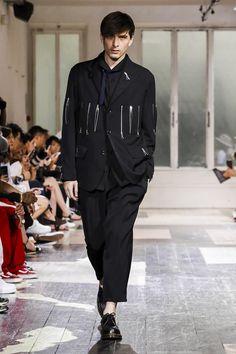 Yohji Yamamoto Spring 2018 Menswear Show Paris