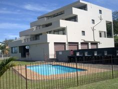 Del Su Me 10 - This neat second floor apartment is situated on the banks of the lagoon close to where it flows into the sea at the Margate main beach.It consists of three comfortable size bedrooms, two bathrooms of which ... #weekendgetaways #margate #southafrica