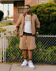 Rapper Pop Smoke Dead After Los Angeles Home Invasion - The New York Times Smoke Wallpaper, Rap Wallpaper, Rauch Tapete, Black Men Street Fashion, Male Fashion, Rapper Outfits, Smoke Pictures, Cute Rappers, Hip Hop Art