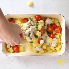 Wer hat nach Feierabend noch Lust, stundenlang in der Küche zu stehen? Eben! Dieser Kartoffel-Hähnchen-Auflauf bereitet sich quasi von alleine zu.