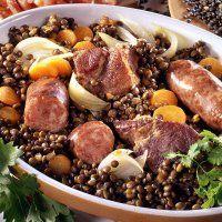 Petit salé aux lentilles du Puy et saucisses de Montbéliard - Cuisine et Vins de France