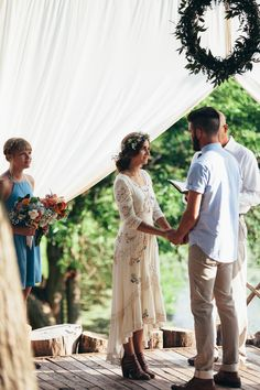 Romantic Floral Wedding Dress Inspirations in 2019 Floral Wedding Gown, Wedding Gowns, Causal Wedding Dress, Casual Bride, Dress Casual, Simple Country Wedding Dresses, Mens Casual Wedding Attire, Casual Groom Attire, Casual Grooms