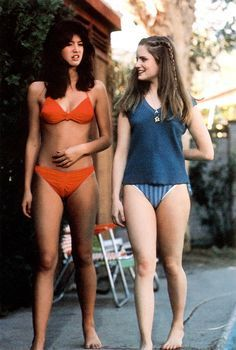 Pheobe Cates, Fast Times at Ridgemont High. For some unknown reason everyone like Phoebe Cates. I liked Jennifer Jason Leigh. I thought she was the better actress and much prettier! Phoebe Cates Fast Times, Jennifer Jason Leigh, Bikinis, Swimsuits, Swimwear, Beautiful Actresses, Hot Actresses, Sexy Women, Celebs