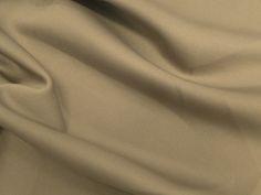 Neoprene (Caqui).          Malha neoprene com toque suave e boa elasticidade. Excelente para peças de inverno ou de verão, pois ela se ajusta à temperatura do corpo.  Sugestão para confeccionar: Vestidos, calças, leggings, shorts, saias, entre outros.