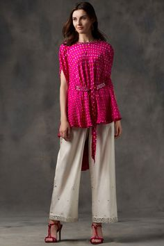 Buy Bandhani Cape Top by Twenty Nine at Aza Fashions Pakistani Fashion Casual, Indian Fashion, Fashion Fall, Fashion Trends, Indian Designer Outfits, Indian Outfits, Bandhani Dress, Indian Gowns Dresses, Long Dresses