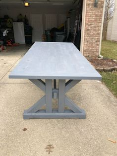 This French Farmhouse Table can be made easily with these free farmhouse table plans. This easy step by step tutorial shows you how to create this French farmhouse dining table. Build A Farmhouse Table, Farmhouse Kitchen Tables, Diy Dining Room Table, Wood Table, Restaurant Chairs For Sale, French Farmhouse, 2x4 Furniture, Trestle Tables, French Table
