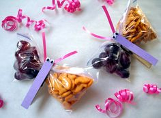 12 Cheap and Easy Kid's Goody Bags using Ziploc Bags via Babble.com