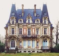 Chateau Conti - Isle de France..if i could live anywhere this would probably be the place.