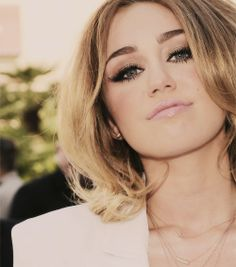 Miley Cyrus was really pretty with this hairstyle,and the smoky eye is nice! :)