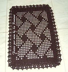 Mais uma encomenda entregue!! Esse lindo tapete mede 72 x 52, feito no barbante fio 8.  Gráfico logo abaixo!   03/08/15 Atualizando a posta... Crochet Placemats, Crochet Table Runner, Lace Doilies, Crochet Doilies, Filet Crochet, Diy Crochet, Crochet Market Bag, Craft Images, Beautiful Crochet