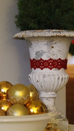 urns! Bows around large urns
