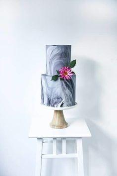 Im liking the marble effect trending. #marble #weddingcakeideas #weddingwednesday