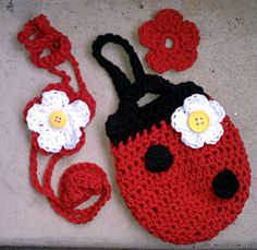 Ravelry: bumble bug set pattern by Heidi Yates......Awesome idea for whimsical accessories!..Headband ( which could be a bracket or necklace ),a belt pouch and a flower that slips off and on a button! Free patterns!