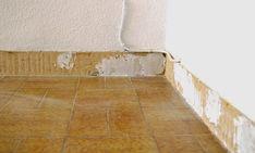 DIY: EL CAMBIO DEL SUELO DE MI CASA CON LAS LAMINAS DE VINILO AUTOADHESIVO DE LEROY MERLIN | três studio: BLOG DE DECORACIÓN + INTERIORISMO + PROYECTOS ONLINE Tile Floor, Stairs, Diy, Flooring, Studio, Blog, Home Decor, Foam Rollers, Houses