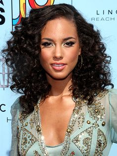 Since my hair is similar to Alicia Keyes this style should be perfect for me and it is something I can do at home with rods.    Tight Curls- Trying a hairstyle with rods or curlformers is another great heat free styling option for the summer.