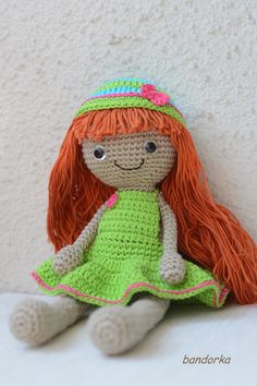 bandorka: Háčkovaná holčička Josefínka :) Crochet Hats, Christmas Ornaments, Holiday Decor, Knitting Hats, Christmas Jewelry, Christmas Decorations, Christmas Decor
