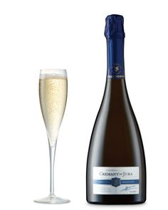 Elegant with green apples, perfect acidity and persistent bubbles. Made from Chardonnay, this wine has a sophisticated subtlety with stimulating fresh citrus notes and a lovely length. Vegan Wine, Best Friend Day, Wine List, Prosecco, White Wine, Wines, Red And White, Alcoholic Drinks, Champagne