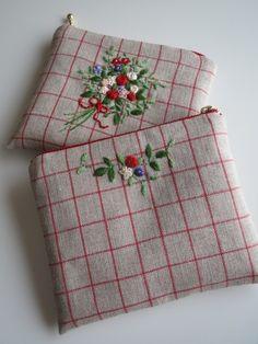 花束の刺繍フラットポーチ(リトアニアリネン) 2x