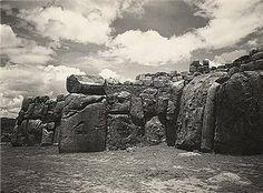 Artista :Martín Chambi    Título :Sacsayhuaman    Año :1930 ca.