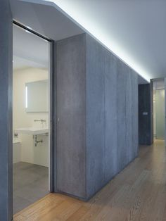 Piso Viroc by Castroferro Arquitectos Cement panels were used for storage, partitions and doors. Plywood Interior, Wood Interior Design, Interior Walls, Contemporary Interior, Door Design, Wall Design, House Design, Cement Walls, Concrete Wall