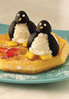Keep the kids cool this summer with Eggo waffles! These Happy Penguins dessert should do the trick!