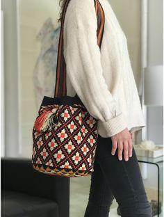 Color Negra, Bucket Bag, Tapestry, Beige, Shoulder Bag, Macrame, Fashion, Hand Crafts, Electric Blue