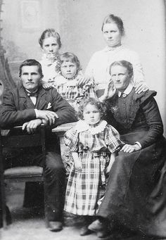 Great grandmother an family Antique Photos, Vintage Photos, Old Pictures, Old Photos, Family Portraits, Family Photos, Les Enfants Sages, We Are Family, Vintage Photography