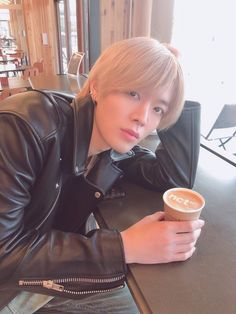 His hair looks so smooth. I also love the NCT 127 on the coffee 😍😱 Nct Yuta, Taeyong, Jaehyun, Nct 127, Winwin, Pose, Fandoms, Entertainment, Jung Woo