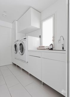 Modern style of laundry Laundry Room Cabinets, Laundry Room Organization, Laundry In Bathroom, Ikea Laundry Room, Interior Design Living Room, Living Room Designs, Modern Laundry Rooms, Laundry Room Design, Küchen Design