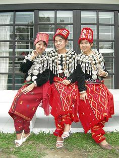 Burma | Kachin traditional dress. The Kachin people are a group of ethnic groups who largely inhabit the Kachin Hills in northern Burma's Kachin State and neighbouring areas of China and India. | ©Yoav David