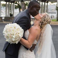 Familia Interracial, Interracial Family, Interracial Marriage, Interracial Wedding, Black Guy White Girl, Black And White Couples, Wedding Dj, Wedding Humor, Wedding Shot