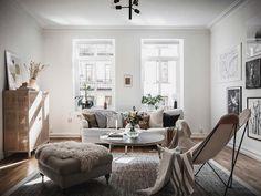 Keltainen talo rannalla Scandinavian Apartment, Scandinavian Modern, Mug Design, Decoration, Dining Bench, Accent Chairs, Furniture Design, House Design, Interior Design